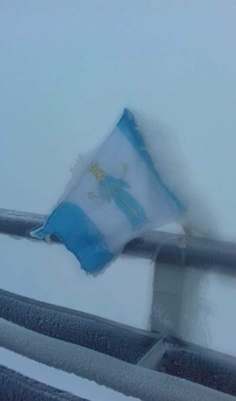 W Górach Izerskich w śniegu i środkiem strumienia