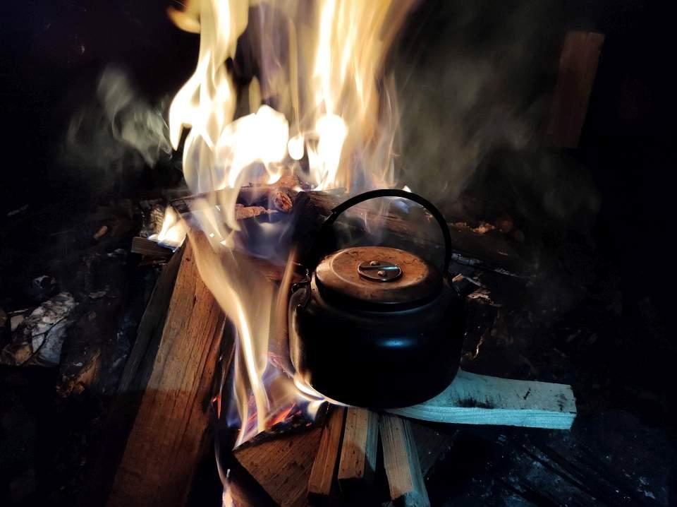Ognisko, kiełbacha, herbatka...