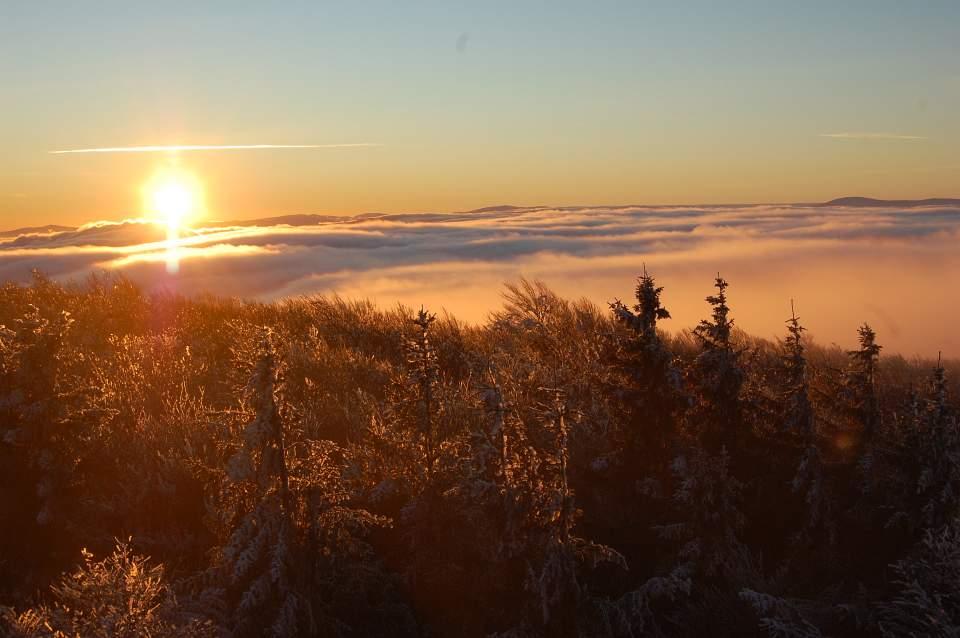 Wschód słońca na zmrożonej Kalenicy (fot. Ewa Chwałko)
