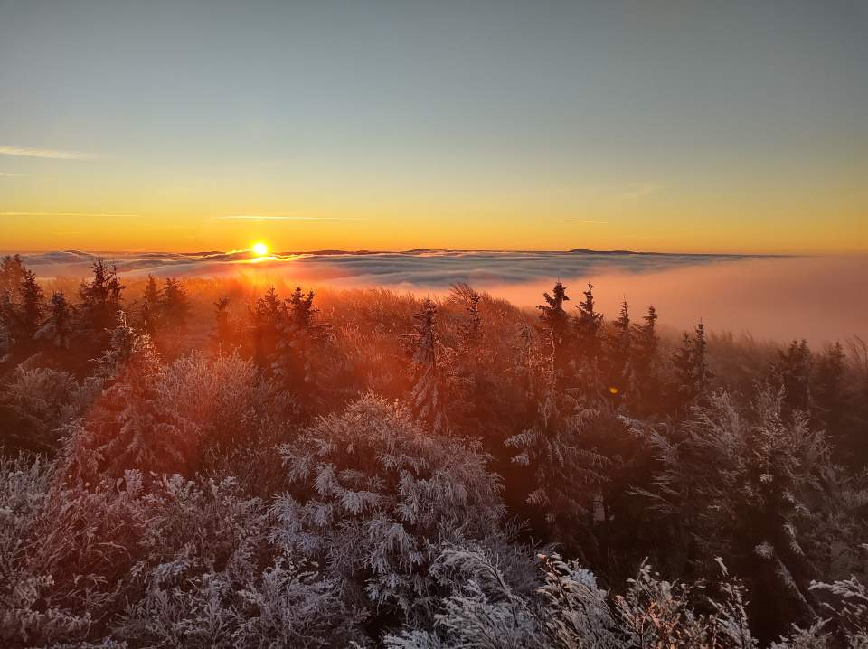 Wschód i zachód słońca na zmrożonej Kalenicy
